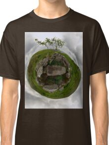 Tomb: Croaghbeg Court Tomb, Shalwy Valley, Donegal Classic T-Shirt