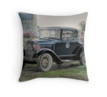 "Model ""A"" Ford - 1931 Deluxe Coupe   Throw Pillow"