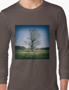 Lone oak tree in a field Long Sleeve T-Shirt
