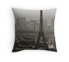 Le Tour Eiffel Throw Pillow