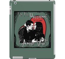 """Un Fou, Passionné, l'Amour Vrai!""- One Crazy, Passionate, True Love! (green) iPad Case/Skin"