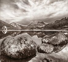 Lake Dove and Cradle Mountain by Kevin McGennan