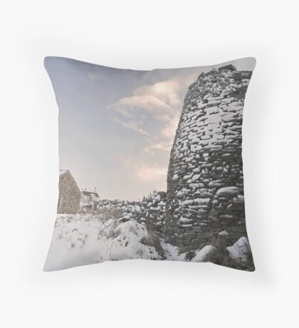 da kiln Throw Pillow