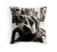 elvis is not dead Throw Pillow