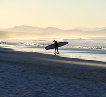Surf in Byron Bay by Elena Martinello