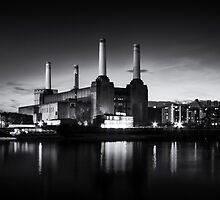Battersea Power Station in monochrome by Ian Hufton