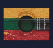 Old Vintage Acoustic Guitar with Lithuanian Flag Kids Tee