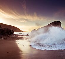 Wainui Wipeout by Ken Wright