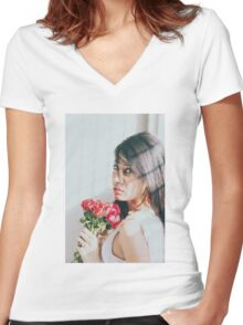 portrait under the sun Women's Fitted V-Neck T-Shirt