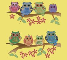 Cute colourful owls on branches Baby Tee