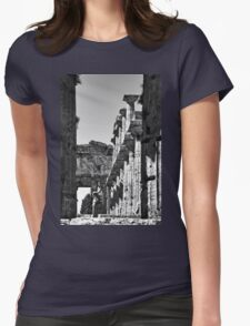 Paestum: girl photographer in the temple Womens Fitted T-Shirt