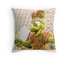 Daisy In The Garden Throw Pillow