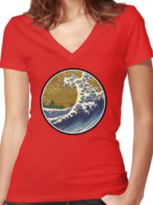 Japanese surf wave Women's Fitted V-Neck T-Shirt