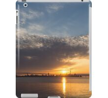 Brilliant Toronto Skyline Sunrise Over Lake Ontario iPad Case/Skin
