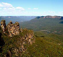 Three Sisters, Blue Mountains, New South Wales, Australia by John Linton