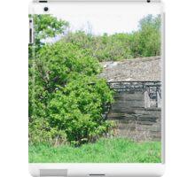 Old Abandoned Barn Falling to Ruin iPad Case/Skin