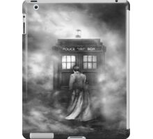 Doctor Who- the Doctor and the Mist iPad Case/Skin