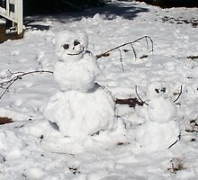 Mother & Child Snowpeople by Hunter by Lisa Taylor