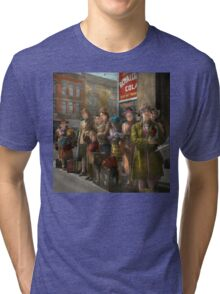 People - People waiting for the bus - 1943 Tri-blend T-Shirt