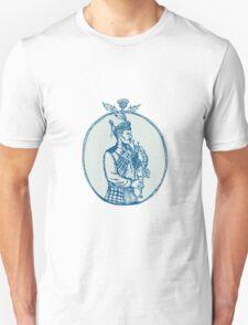 Scotsman Bagpiper Playing Bagpipes Etching T-Shirt