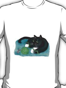 Mouse and Kitten Play with Green Yarn  T-Shirt