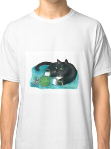 Mouse and Kitten Play with Green Yarn  Classic T-Shirt