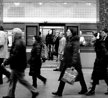 Moscow Metro - Commuters - B&W by rsangsterkelly