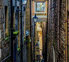 Edinburgh Alleyway by Luke Farmer