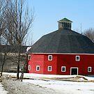 Welch Round Barn by Deborah  Benoit