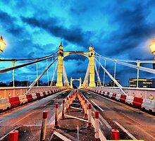 Approaching Albert Bridge by Dominic Kamp