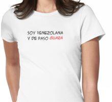 (F) Soy Venezolana y de paso GUARA - letras negras y rojas Womens Fitted T-Shirt