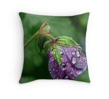 Cranesbill's rain dance Throw Pillow