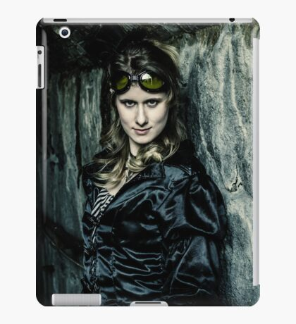 The Steampunker: Dark Steamtress iPad Case/Skin