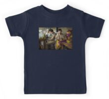 Sewing - Knitting helps me to relax... 1917 Kids Tee