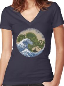 Hokusai Cthulhu Women's Fitted V-Neck T-Shirt
