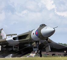Vulcan XH558 lands after its frist public display for 16 years by PhilEAF92