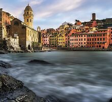 Vernazza Strikes by aaronchoi