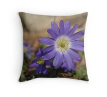 Large round purple flowers Throw Pillow
