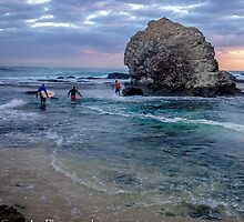 Early morning Surf at Currumbin Alley by StuCrawford