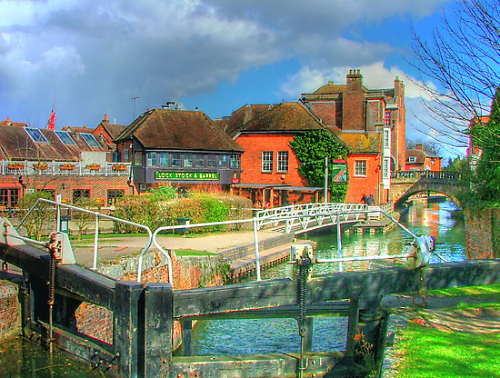 Kennet and Avon Canal and The Lock Stock and Barrel Pub - Newbury by Colin  Williams Photography