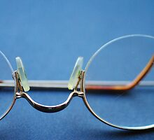 My reading spectacles by BOUDEWIJN