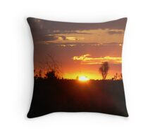 SAVANNAH GRASSLAND SUNSET Throw Pillow