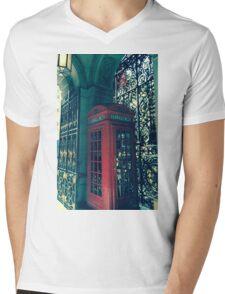 London Is calling Mens V-Neck T-Shirt