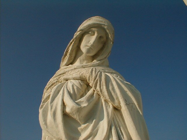 Statue of Mary by natsu-no-bouken