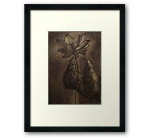 Il drago e il fiore Framed Print