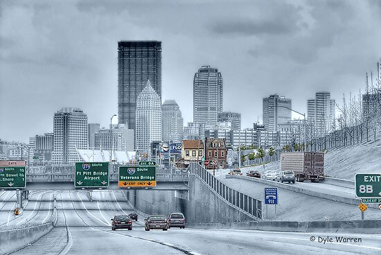 Pittsburgh Skyline by Dyle Warren