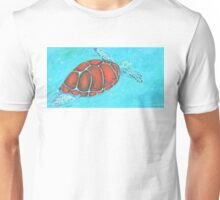 Turtle swimming in the ocean Unisex T-Shirt