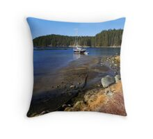 ebb tide retreat Throw Pillow