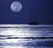 Hervey Bay Moonset by Graham Jones