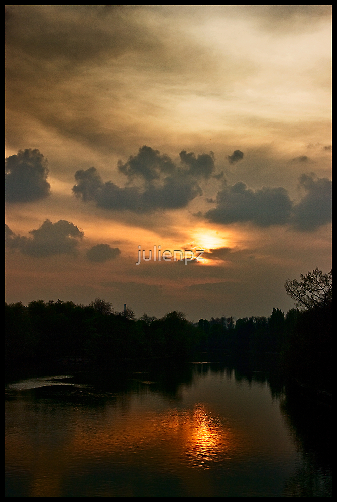 Sunset on the Marne river by julienpz